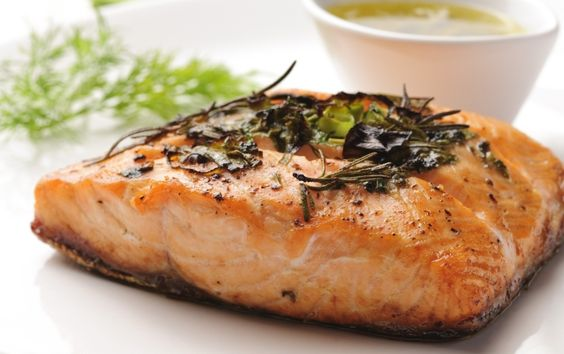 ALIMENTOS QUE FORTALECEM AS UNHAS E CABELOS >>> O salmão é cheio de proteína e zinco, além de ser rico em Omega 3, que se consumido regularmente pode ajudar a fortalecer as unhas e o cabelo.  Esse peixe tem nutrientes que impulsionam a produção de colágeno, e assim estimula o crescimento das unhas e melhora o aspecto do cabelo.