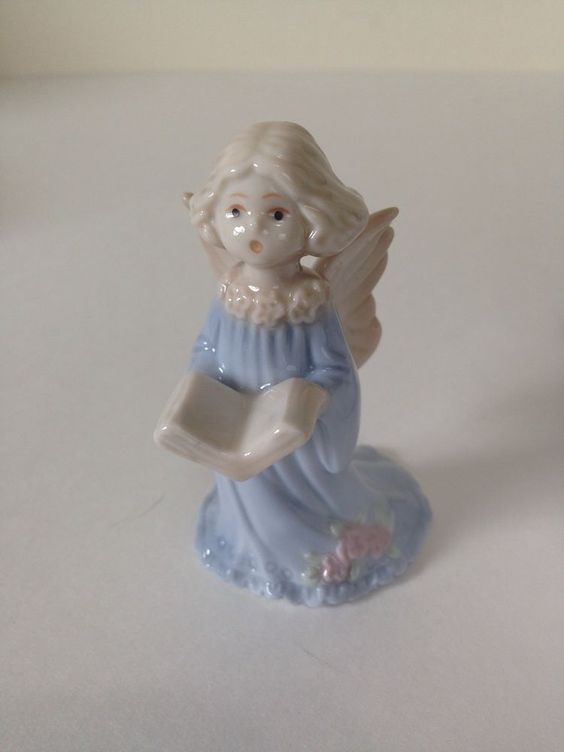 Angelica Porcelain Figurine Angel With Book Item RUSS New - Amazingly disturbing porcelain figurines by maria rubinke