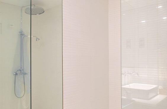 Here you have the bathroom of our apartments / Baño de nuestros apartamentos (General Diaz Porlier)  http://www.primeresidence.es/#!untitled/zoom/cfht/i91xgh