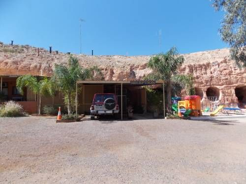 Desert View Apartments Coober Pedy At Desert View Apartments you can take a dip in the outdoor swimming pool and then return to your self-contained, underground apartment and prepare a meal in your fully equipped kitchen.