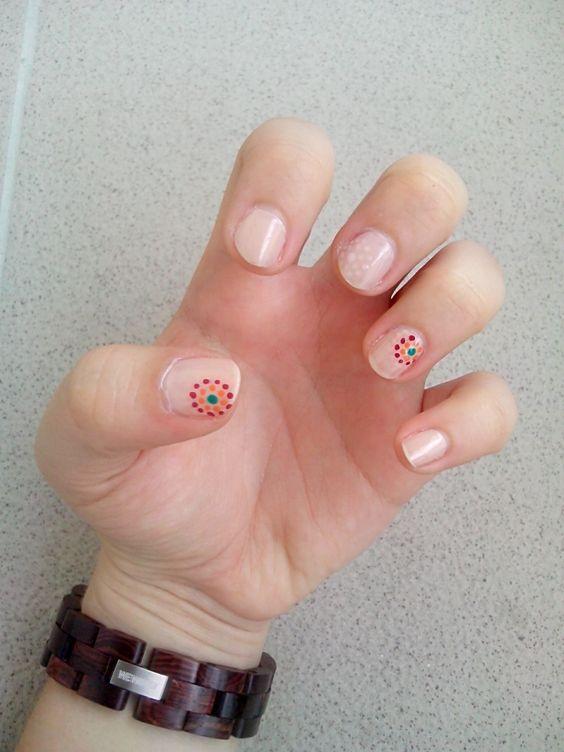 dots nude nails