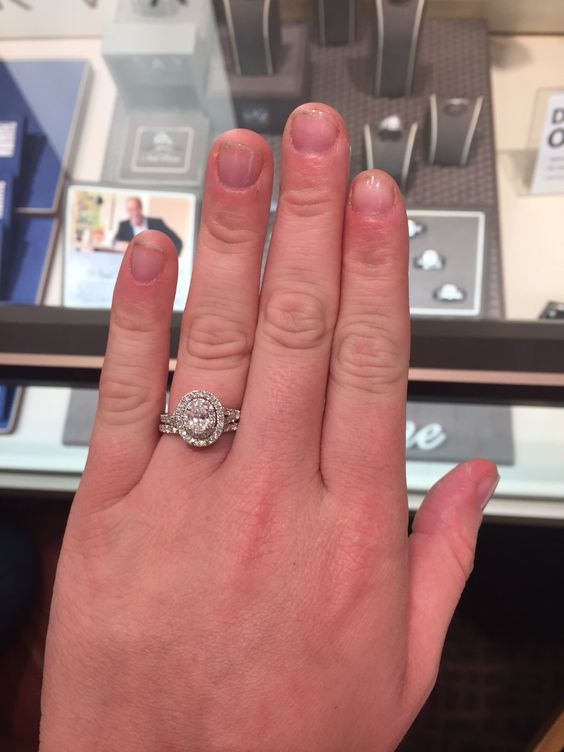 Oval engagement rings, Oval engagement and Halo on Pinterest