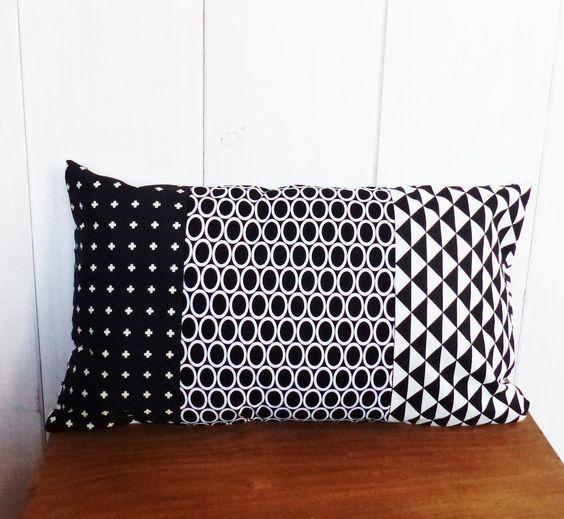 housse de coussin 50 x30 cm n 2 patchwork tissus motifs g om triques graphiques noir et blanc. Black Bedroom Furniture Sets. Home Design Ideas