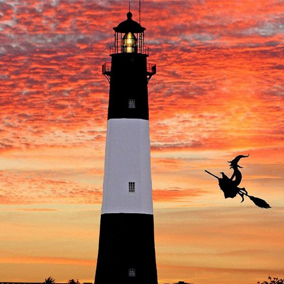 Happy Halloween, y'all!! #TybeeIsland #Halloween #Lighthouse #Sunset [Photo by @simonsmichael]