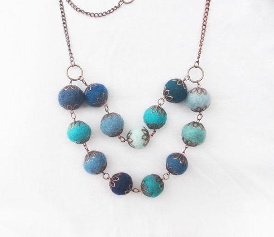 Felt ball necklace / Blue necklace / Large by laviniasboutique, €22.00