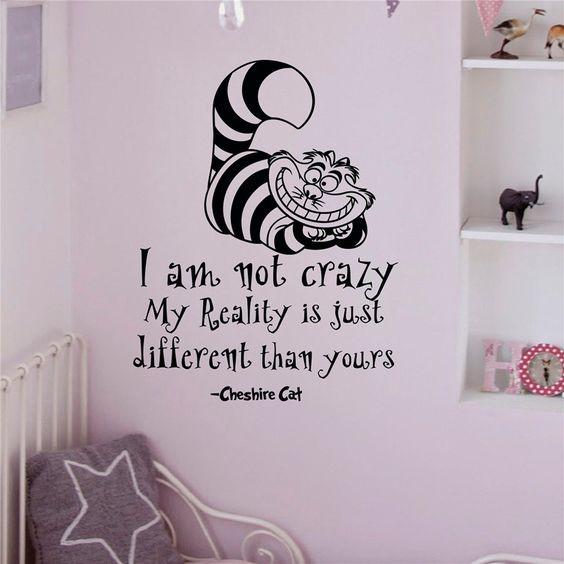 """Geordiet, Il gatto del Cheshire """"I Am Not Crazy Living Room Decor-Adesivo da parete rimovibile in vinile, decalcomania da parete con nome: Amazon.it: Fai da te"""