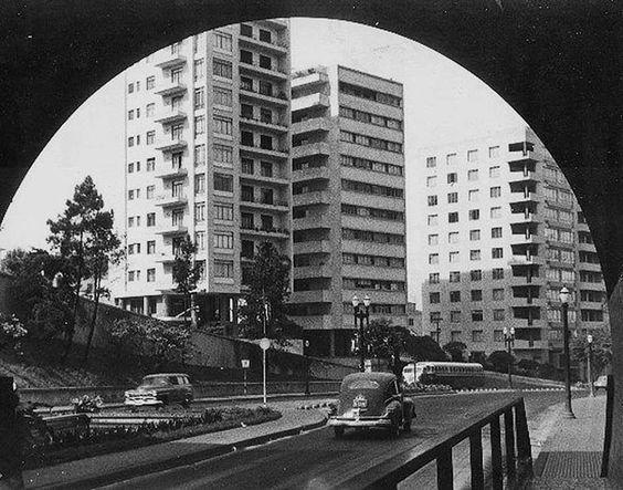 Túnel Nove de Julho, saída Jardins, por volta de 1955.