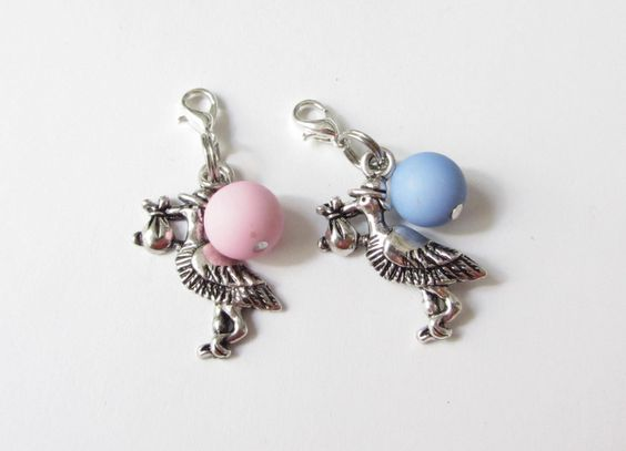Charms  Anhänger Storch Baby und Perle rosa blau von soschoen auf DaWanda.com