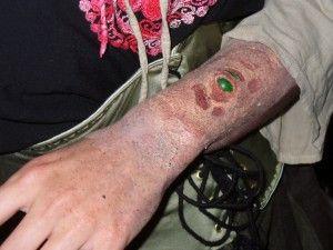 Burned flesh with glas stone make-up