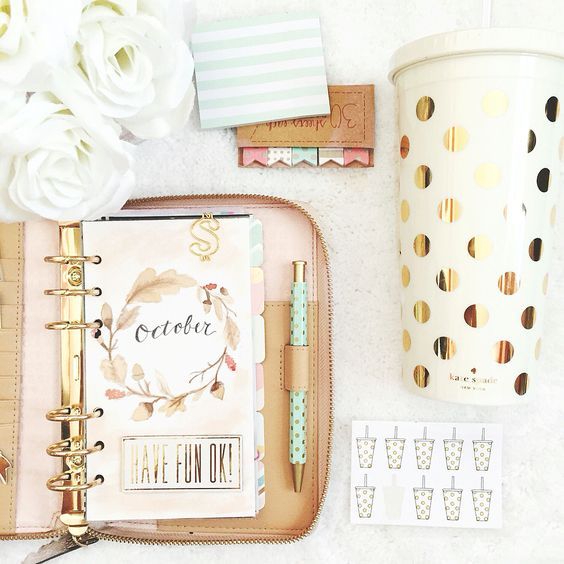 Kate spade planner & good polka dot mug accents: