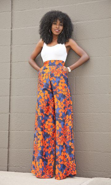 A pantalona tem um corte elegante e com a ajuda da cintura mais alta define a cintura e alonga as pernas. Se ela for estampada traz um pouco de criatividade.: