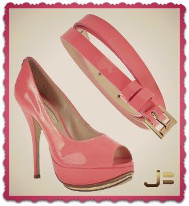 Combine o cinto fino com o sapato e arrase com um visual colorido e atraente!