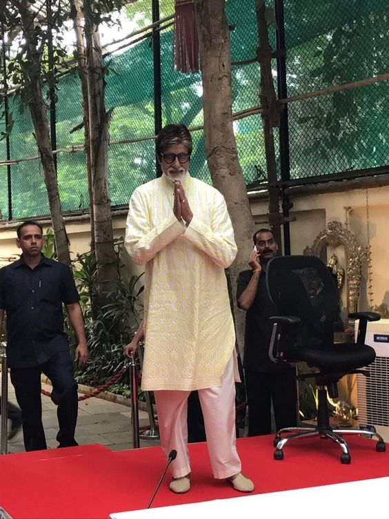 pinkvilla : And we are at the birthday press con of SrBachchan #HappyBirthdayAmitabhBachch https://t.co/9ITJYOuab5) https://t.co/lHz0DxPmmy