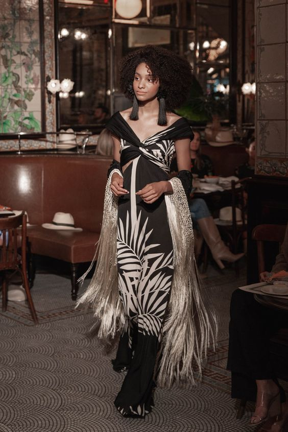 Johanna Ortiz Resort 2019 collection, runway looks, beauty, models, and reviews.