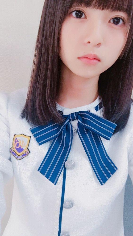 制服風衣装の齋藤飛鳥