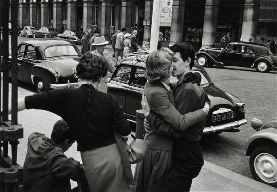 Gisèle Freund , Rue de Rivoli, Paris 1956