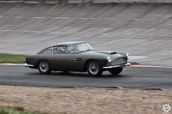 #Aston_Martin #DB4 Voiture photographiée aux Coupes de Printemps à #Montlhéry. Issu du reportage : http://newsdanciennes.com/2015/03/29/grand-format-news-danciennes-aux-coupes-de-printemps/