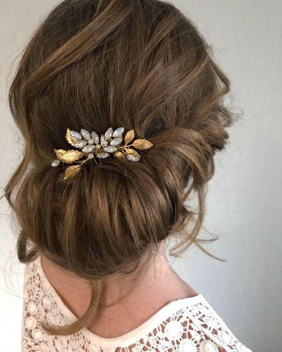 Wedding Hair Clip Wedding Hair Short Updos Wedding Hair Curly Natural Wedding Hair Wedding Hair Styl In 2020 Goldener Haarschmuck Haarschmuck Hochzeit Haarzubehor