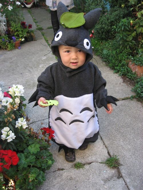 I made a Totoro costume for the toddler!  He runs around the garden wearing it.  Halloween is now set!  Adorableness x 1000.