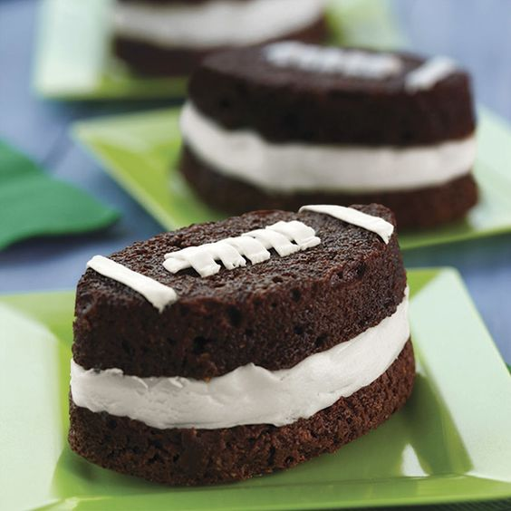 Bake football-shaped brownies in the Wilton Mini Football Silicone Mold for tailgating, your favorite team?s bowl game or the pee-wee playoffs. Or, slice and fill with ice cream for super brownie sandwiches.