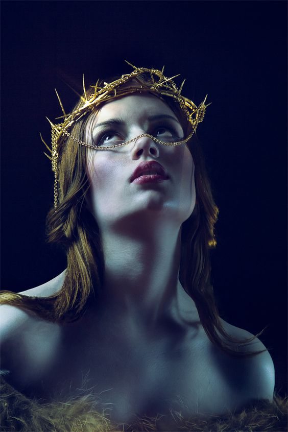 photo/styling: sarge grafx model: sophie knauerhase fashion/accessoires: diamond sdl hair: simone otto -schnipp schnapp sdl- make up: diana hübener -beauty royal sdl-: