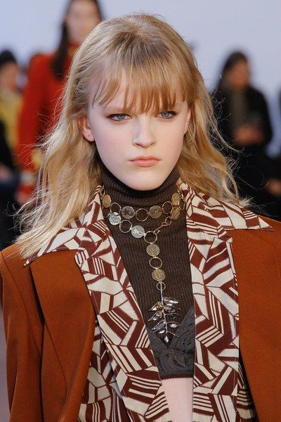 The complete Chloé Fall 2018 Ready-to-Wear fashion show now on Vogue Runway.