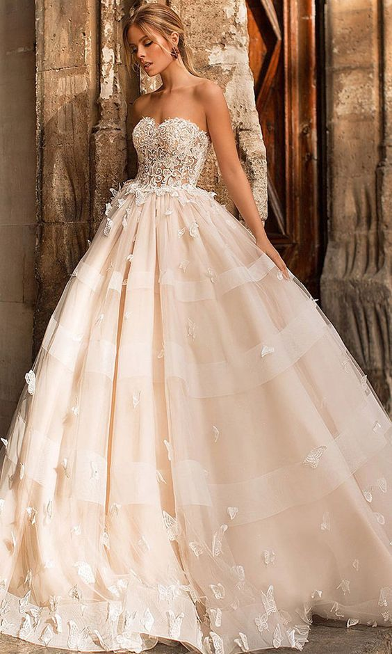 Fascinating Tulle Sweetheart Neckline Ball Gown Wedding Dress