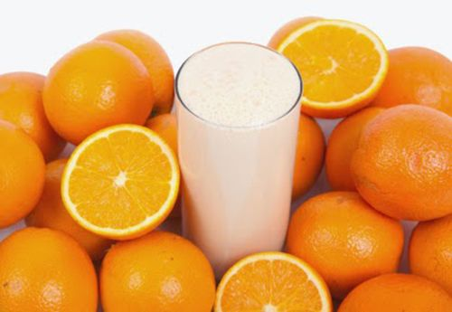 Tắm trắng bằng hỗn hợp cam tươi kết hợp sữa tươi