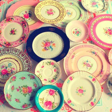 pretty sets. plates. vintage.