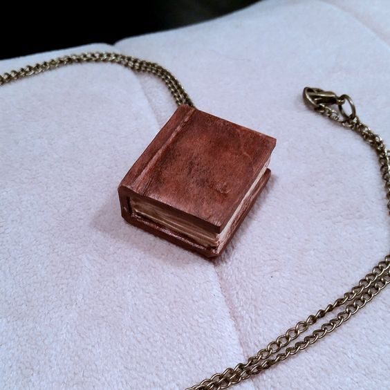 Little book necklace carved from wood - tutorial