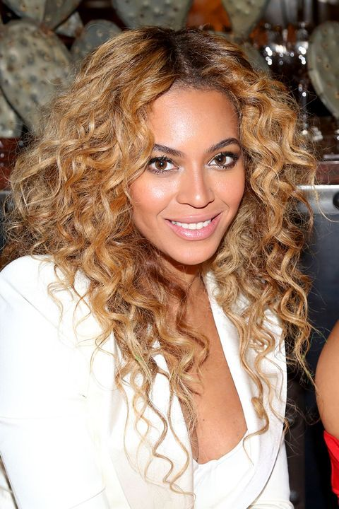 The Complete Evolution Of Beyonce S Hair In 2020 Beyonce Hair Hair Styles Curly Hair Styles Naturally
