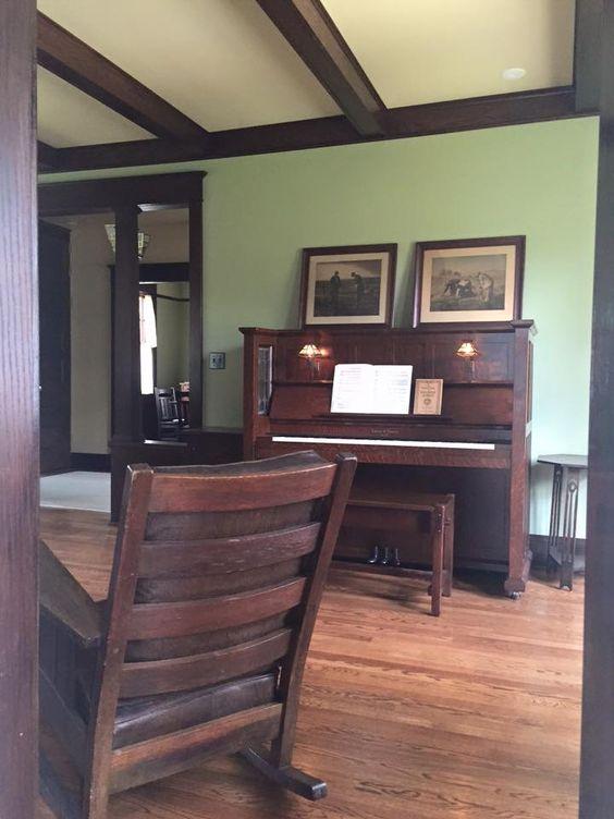 Arts and crafts craftsman mission stickley living for Craftsman interior design elements