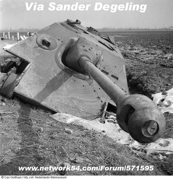 Archive 1944-45 - Panzer Wreck Proving Ground: s.H.Pz.Jg.Abt 559 Jagdpanther insignia (& JP/Panther primer colours)