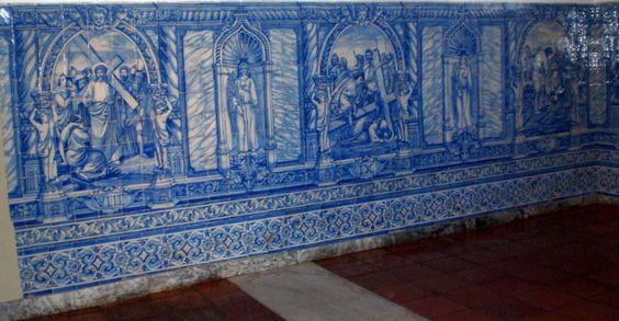 Estes painéis representando a Via Sacra, fazem parte de uma sala circundante à Capela dos Ossos contígua à Igreja de São Francisco na Cidade de Évora no ...