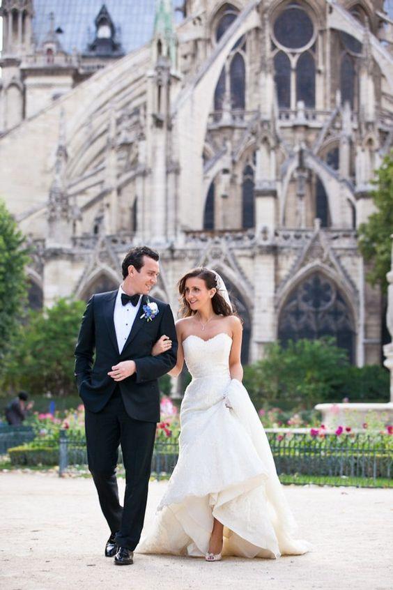 wedding photos behind notre dame de paris?  oui, s'il vous plaît, je rêve d'avoir un jour semblable!