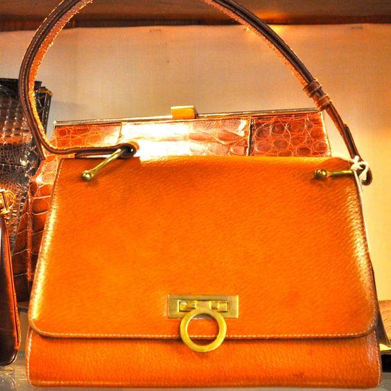 Reiseantiquitäten - das Vintage Taschen Paradies | creme berlin