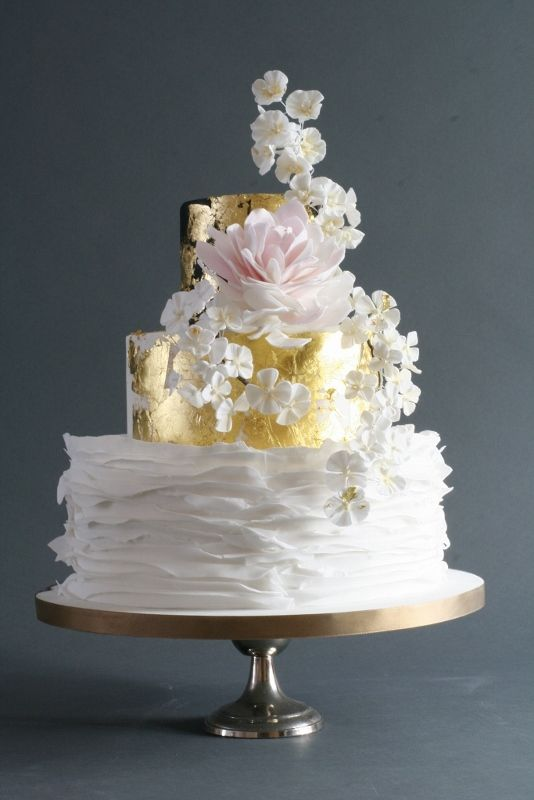 Japan wedding cake - inspired by an old Japanese screen, this is a delicate and beautiful addition to a wedding.