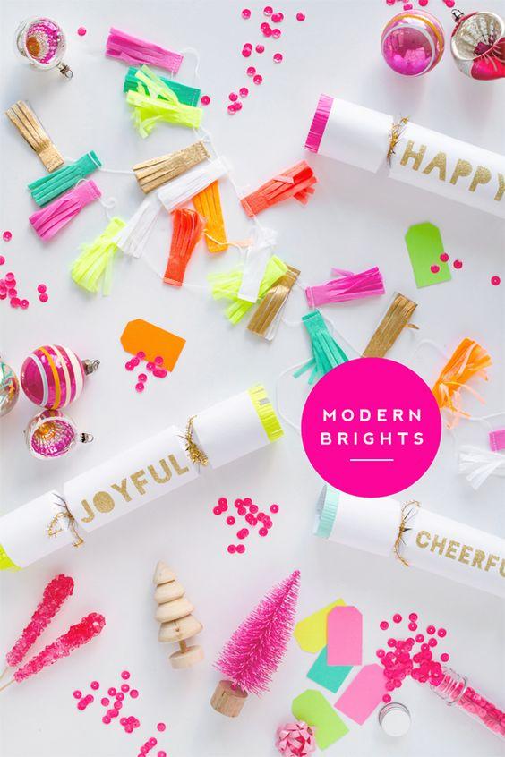 Christmas Party Supplies in gorgeous bright colors | Una Navidad super colorida y brillante