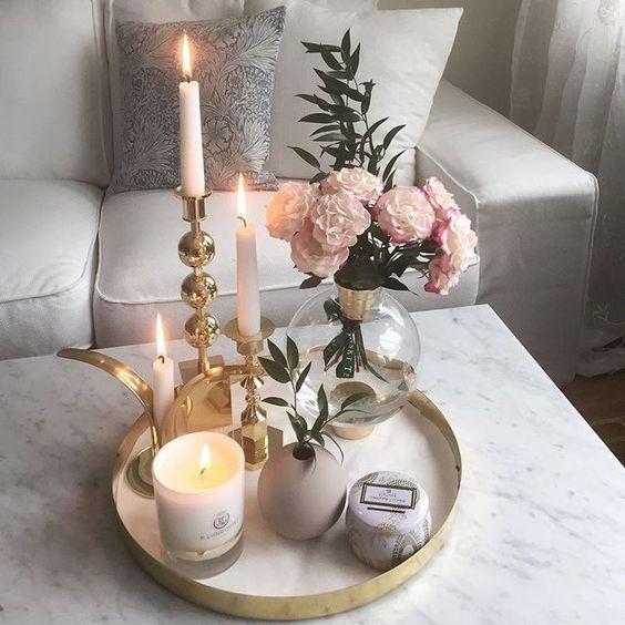 Accessori Indispensabili Per Lo Styling Di Interni In 2020 Table Decor Living Room Coffe Table Decor Voluspa Candles