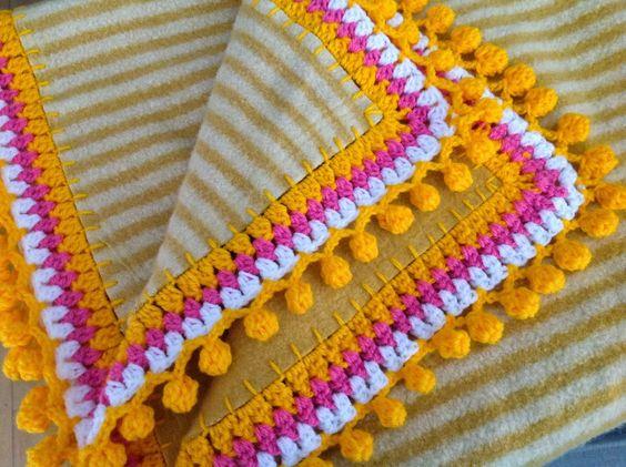 Agulhas e Pinceis: Franja pompom de crochê. Que bonito. Me encanta la combinación de colores.