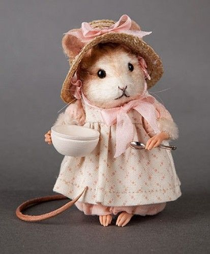"""R John Wright Mother Goose Little Miss Muffet Mouse 7th in series, 3"""" tall. From the original English nursery rhyme, Little Miss Muffet is dressed in a peach-colored frock of fine cotton batiste layered with an ivory-colored & peach-colored pattern pinafore, A brimmed summer hat sewn of natural straw braid with a silk bow & ribbon rosettes at each cheek, complete her period costume. She holds a tiny detailed metal spoon and wooden bowl. (Not needle felted but great inspiration,):"""