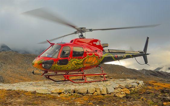 ドラゴン模様のヘリコプター