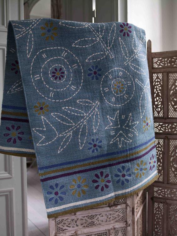 """Herbst / Winter 2013 - Den schönen """"Alva""""-Teppich gibt es auch in Türkis. Ein echtes Schmuckstück für Ihren Boden!"""