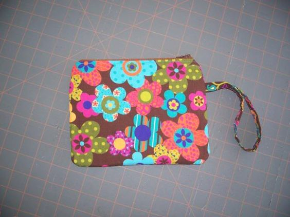 Great tutorial!! I've made several of these with another tute... this is better!! Zippered Lined Pouch or Bag tutorial | BlueflowerTreasures