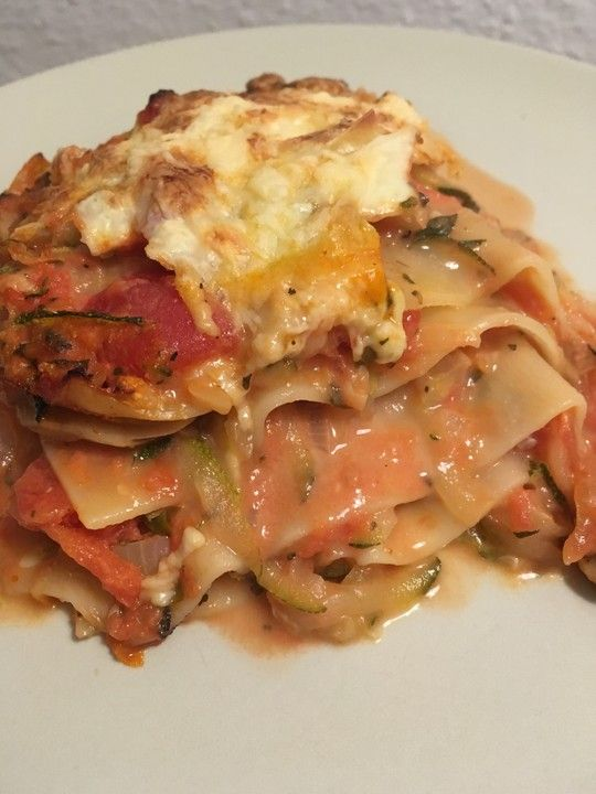 Zucchini - Lasagne ohne Fleisch, ein gutes Rezept aus der Kategorie Auflauf. Bewertungen: 503. Durchschnitt: Ø 4,5.