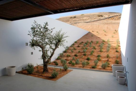 Aloni (a house set into a knoll) decaARCHITECTURE, Antiparos, Greece