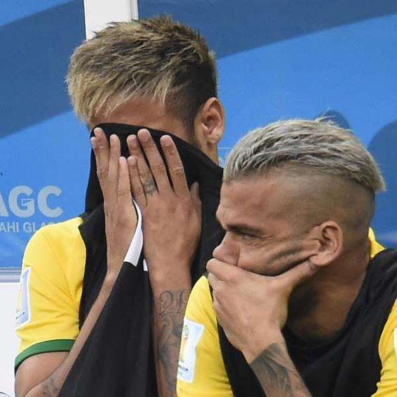 Neymar interrompe entrevista para se despedir de Felipão