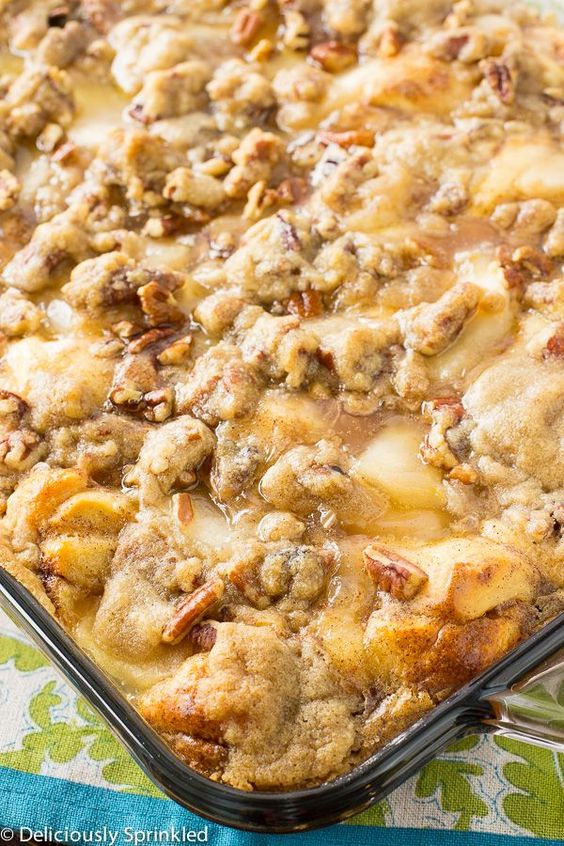 Apple Streusel French Toast Bake. Easy breakfast recipe the whole family will love