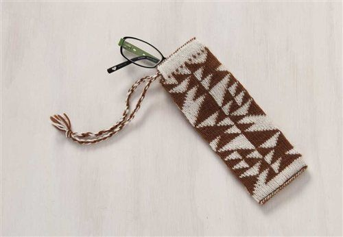 Love the pattern on this project. Great on a cowl or something? (Double-Knit Spectacle Case - Knitting Daily)