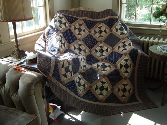 Tavern Blues quilt that's great for a guy.